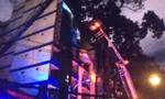 Khách sạn ở trung tâm quận 1 bốc cháy, nhiều khách bị kẹt ở tầng cao