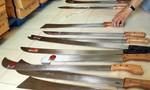 Hơn 2.000 cây mã tấu trong cửa hàng nông cụ ở trung tâm thành phố Cần Thơ