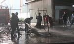 Xưởng chứa sơn công ty gỗ bốc cháy ngùn ngụt, công nhân tháo chạy