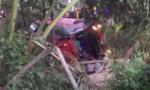 Clip xe Phương Trang lao xuống cống, lật ngang, 6 người thương vong