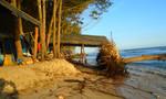 Triều cường phá nát bãi tắm du lịch Cam Bình