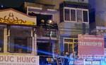 Cả khu phố hoảng loạn vì căn nhà hai tầng phát hỏa