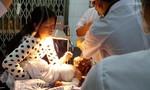 Đắk Lắk: Cháu bé 13 tháng tuổi đang nguy kịch vì bỏng xăng