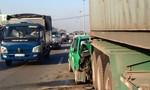 Taxi Mai Linh nát đầu trên Quốc lộ 1A
