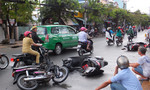 Bắt 'nóng' tên cướp giật nghi ngáo đá gây tai nạn giao thông liên hoàn