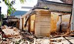 Tháo dỡ nhà cũ, hai công nhân bị tường sập đè thương vong