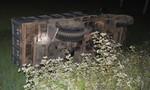 Xe tải và xe buýt đấu đầu, hai người bị thương nặng