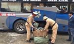 Phát hiện xe khách chở hơn 12.600 gói dầu gội Clear giả