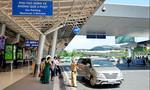 """CSGT nhắc nhở xe ô tô """"chiếm chỗ"""" trong ga quốc nội Tân Sơn Nhất"""