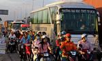 Xe container tuột rơ moóc, xa lộ Hà Nội ùn tắc cục bộ
