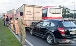 Tai nạn liên hoàn 6 xe trên xa lộ Hà Nội