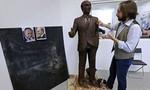 Nhà điêu khắc tạc tượng Putin bằng sôcôla