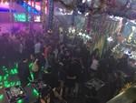 Đột kích quán bar giữa trung tâm Sài Gòn, dân chơi ném ma túy tháo chạy