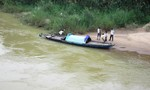 Thiếu nữ thuê taxi đến cầu rồi nhảy xuống sông tự vẫn