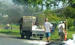 Xe tải chở gạo cháy ngùn ngụt dưới chân cầu Rạch Miễu