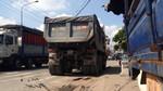 Xe ben va chạm xe máy, giao thông ùn tắc tại ngã tư Bình Thung