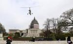 Máy bay lạ hạ cánh xuống đồi Capitol gây xôn xao