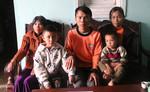 Báo CATP trao quà cho gia đình gặp cảnh ngặt nghèo