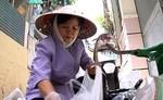 Người phụ nữ mua bán ve chai nặng lòng với biển đảo