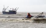Chìm 3 tàu cá, 2 ngư dân chết và mất tích