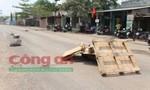 Không chặn nổi xe ben hung hăng vào khu dân cư