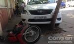 Taxi gây tai nạn khi xuống cầu Khánh Hội