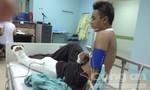 Một thiếu niên bị rượt đuổi chém gục trên vũng máu