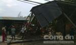 Lốc xoáy oanh tạc, hàng chục ngôi nhà bị sập và tốc mái