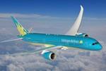 Máy bay 787-9 Dreamliner của Vietnam Airlines sải cánh trên bầu trời Paris