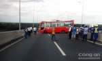 Xe khách mất thắng trên đường cao tốc, 13 người bị thương