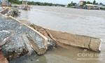 Nhà chìm xuống sông, 4 người thoát chết