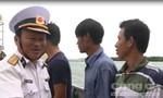 Clip đưa 32 ngư dân gặp nạn trên biển vào bờ an toàn