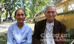 Vợ chồng già 4 năm chống gậy gõ cửa chính quyền đòi lại đất