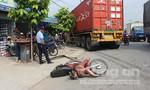 Xe container cắm đầu vào nhà dân