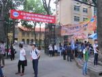 Nhiều thí sinh đến điểm thi từ mờ sáng vì lo kẹt xe
