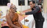 Trụ trì bị dân làng trục xuất khỏi chùa vì uống rượu