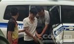 Di lý hai nghi phạm giết người về Bình Phước