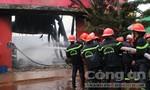 Chùm ảnh các chiến sĩ PCCC dập lửa kho sơn ở Đà Nẵng