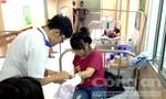 Gần 100 công nhân nhập viện nghi do ngộ độc