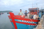 Đưa 11 ngư dân bị tàu Trung Quốc đâm chìm về đất liền