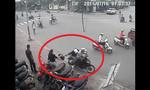 Cô gái bị hai thanh niên giật túi xách ngã chúi xuống đường