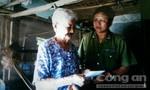 Báo Công an TPHCM thăm, tặng quà cho Mẹ Việt Nam anh hùng