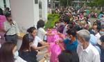 Hơn 400 phần quà được trao cho bệnh nhân nghèo
