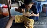 Rớt nước mắt trước cảnh nghèo kiệt quệ của gia đình cậu bé cụt chân