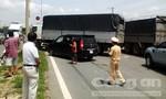 Xe du lịch va chạm với xe tải, quốc lộ 51 ùn tắc nghiêm trọng
