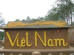 Hình ảnh phản cảm ở điểm du lịch đường hầm đất sét Đà Lạt