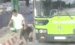 Bắt đối tượng đâm gục nhân viên bán vé xe buýt