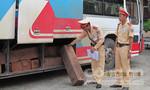 Quảng Bình:  Bắt xe khách chở gần 3 khối gỗ lậu