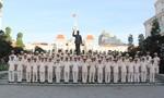 Công an TP.HCM báo công và dâng hoa tại Tượng đài Chủ tịch Hồ Chí Minh