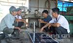 Bốn ông nông dân 'thần kinh' sáng tạo thuyền du lịch chạy bằng năng lượng